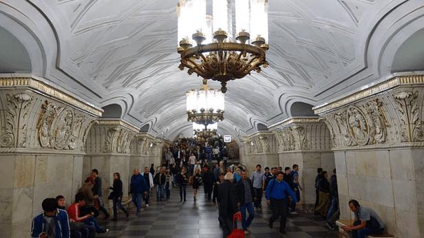 müzeyi-anımsatan-moskova-metrosu-10
