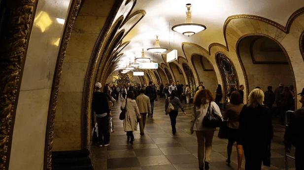 müzeyi-anımsatan-moskova-metrosu-15