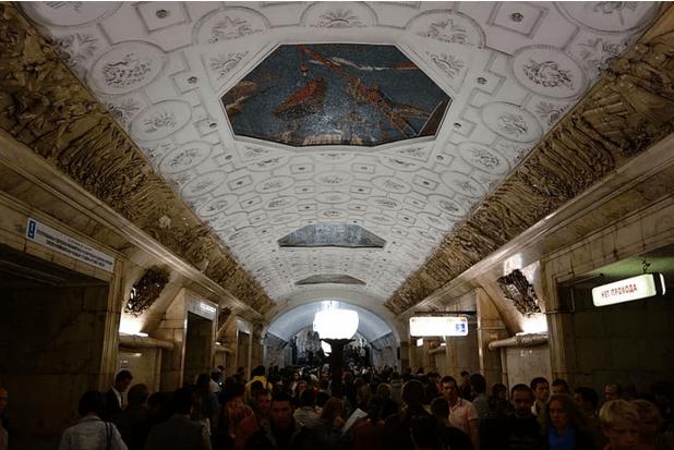 müzeyi-anımsatan-moskova-metrosu-16