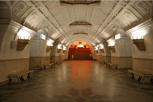 müzeyi-anımsatan-moskova-metrosu-19