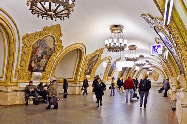 müzeyi-anımsatan-moskova-metrosu-2