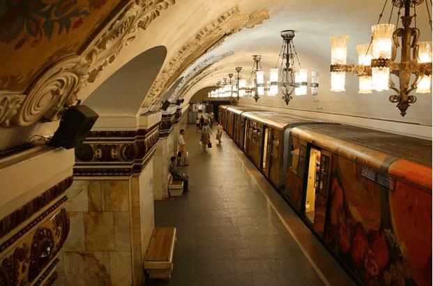 müzeyi-anımsatan-moskova-metrosu-5